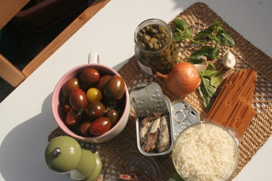 Ingredients for preparing fish in tahini.