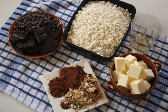 ingredients for puffed chocolate rice
